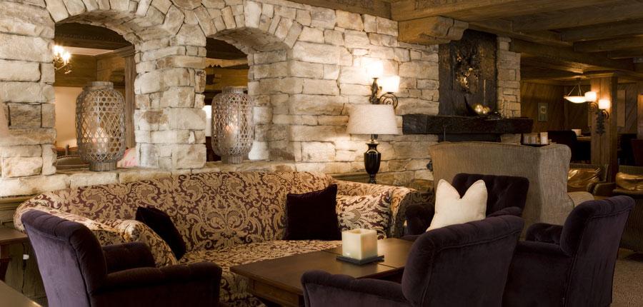 Hotel Berghof, Lech, Austria - bar lounge.jpg